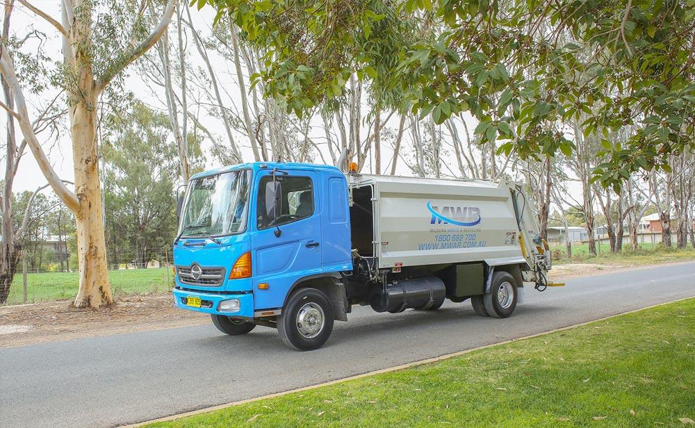 Wheelie-Bin-Rubbish-Collection-Truck---Mildura-Waste-and-Recycling